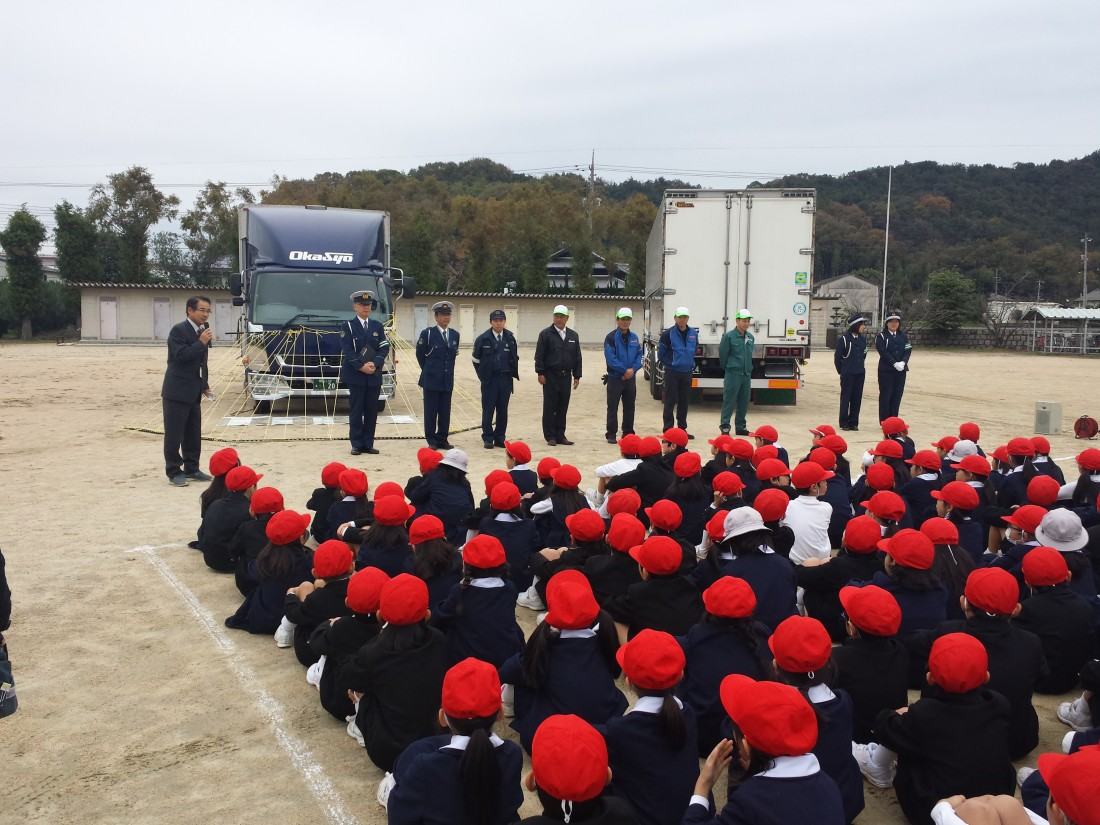 岡山市立甲浦小学校で交通安全教室を開催いたしました。