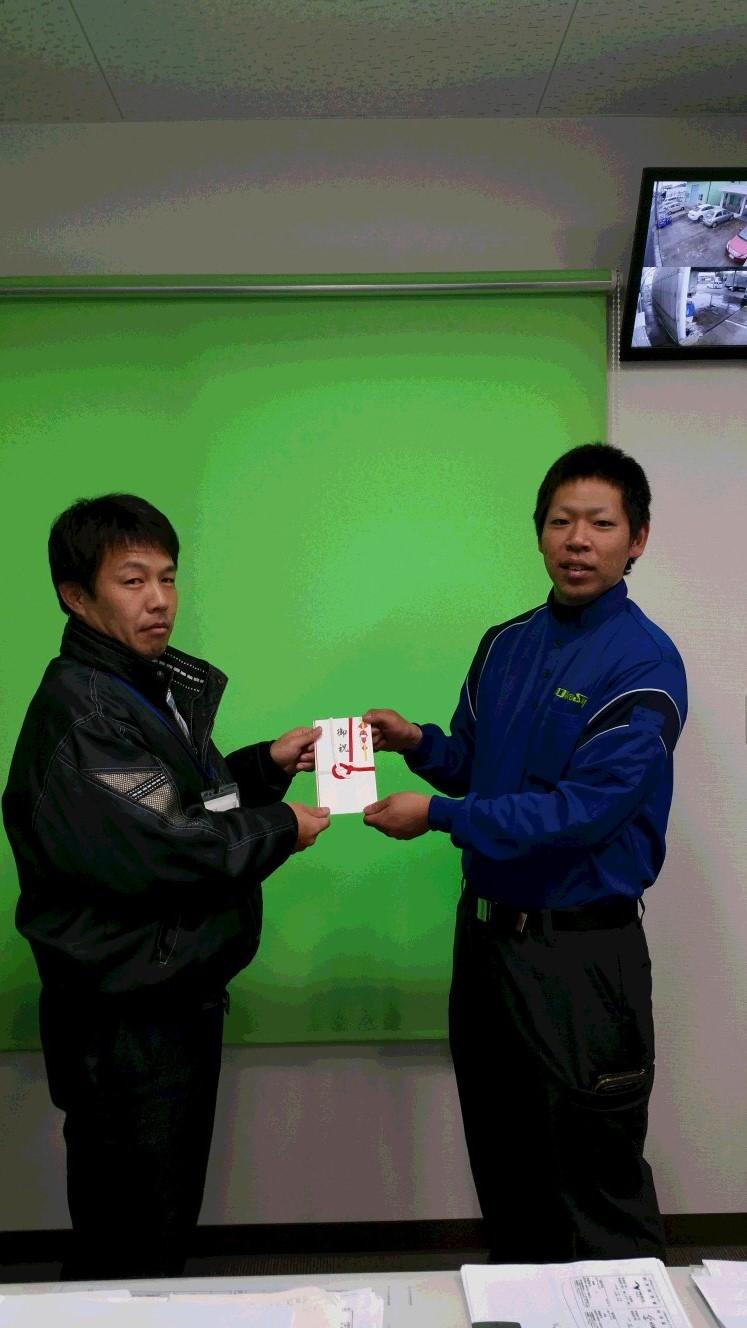 一宮営業所の池田遼輔にドライバー報奨金を支給しました。