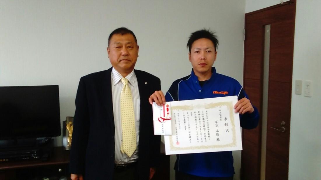 2月25日、岡山本社にて永年勤続表彰を行い、勤続10年岡山営業所の冨谷正倫さん が受賞されました。
