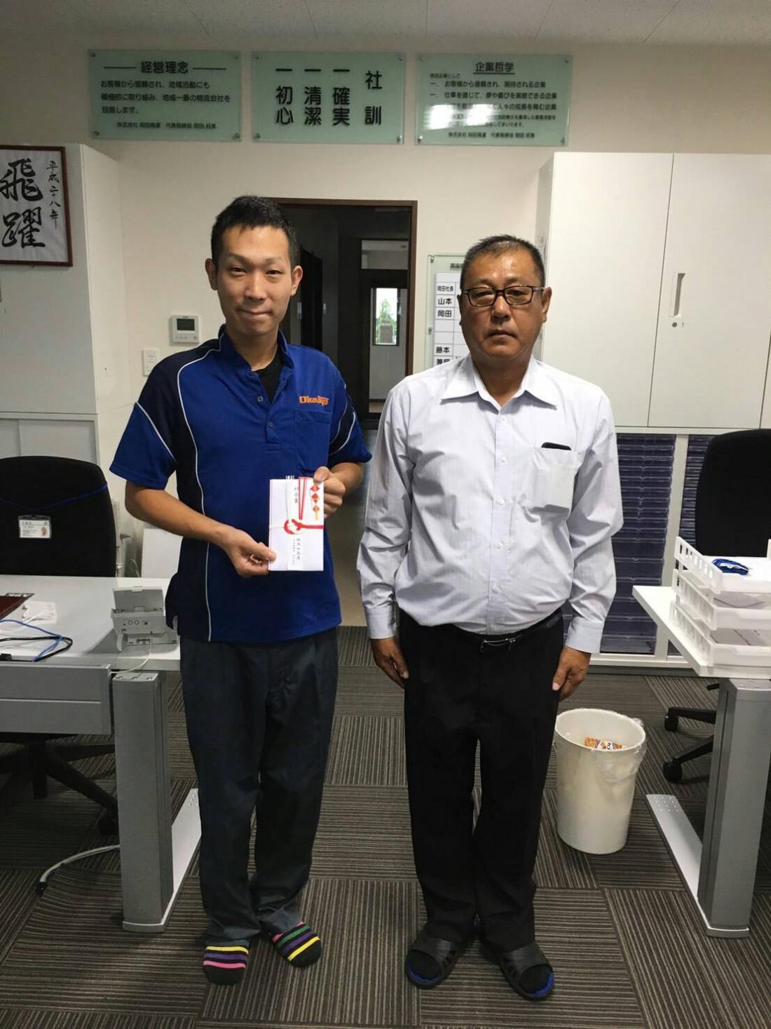 2016年9月12日、岡山営業所の中塚乗務員がお客様から素晴らしい乗務員だと連絡があり、  模範乗務員として社長賞を表彰