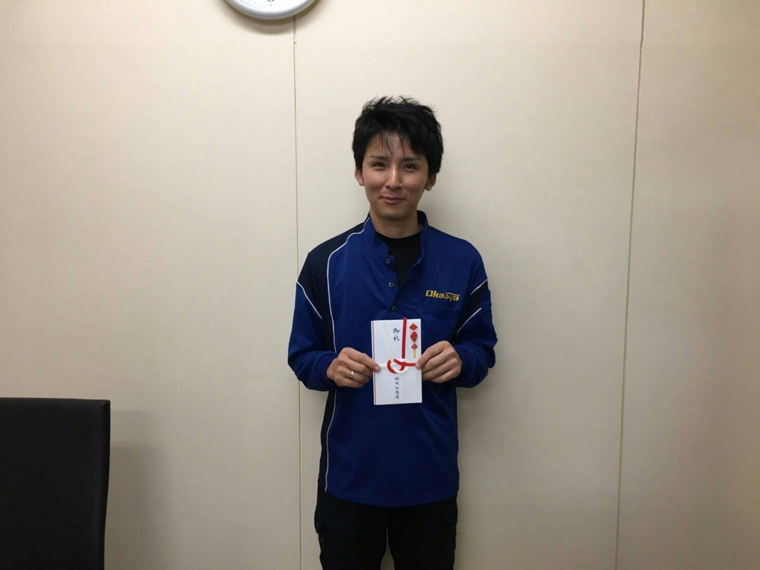 牟田武靖ドライバーは、鳥栖営業所の吉岡則昌ドライバーを紹介しました。