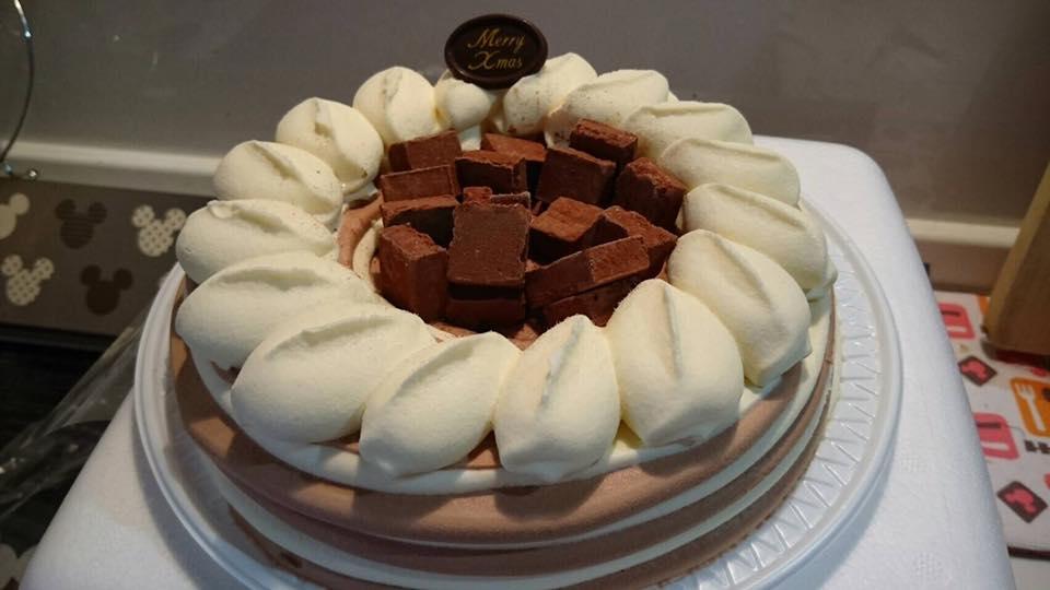岡田商運では、毎年中学生以下の子供さんにクリスマスケーキをプレゼントしています。従業員のお子様がよろこんで頂ける様に、今年で7年プレゼントしています。